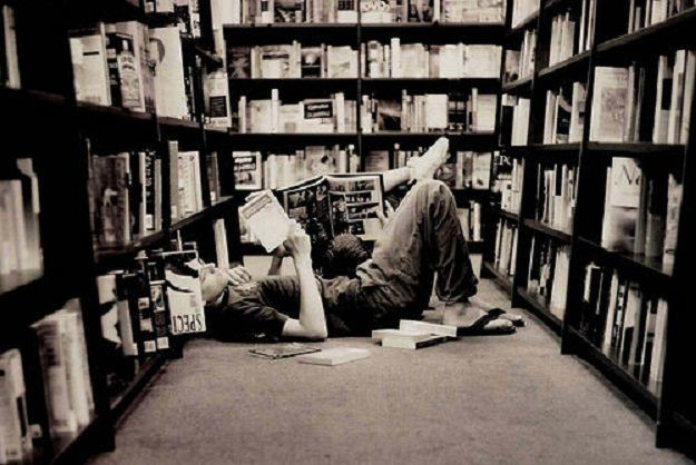 lettore-biblioteca11-475x267 Home